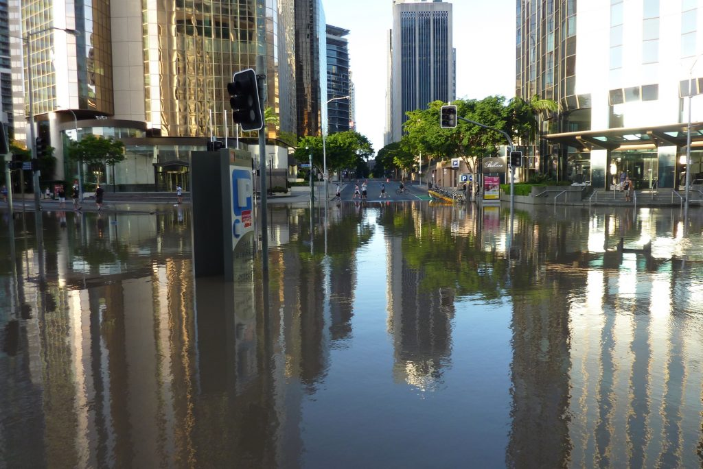 Flooded intersection of Eagle and Charlotte Streets, Brisbane, 2011 (Image: Andrew Kesper)